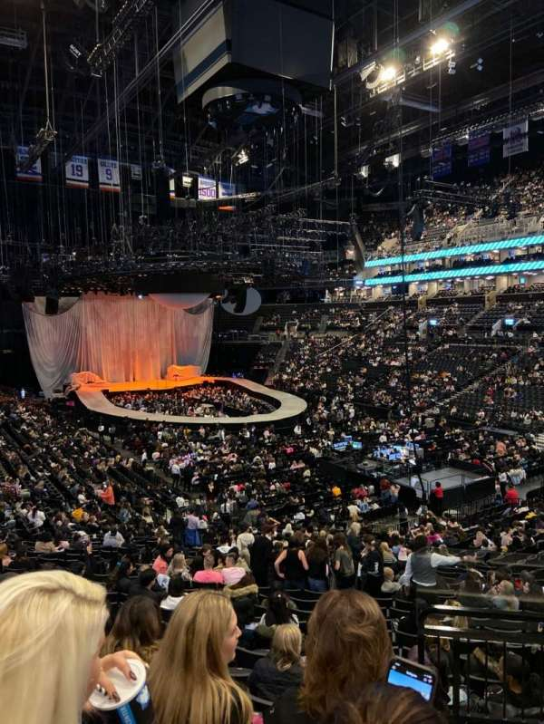 Barclays Center, secção: 120, fila: 6, lugar: 1