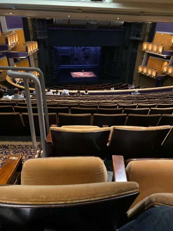 Ahmanson Theatre, secção: Mezzanine, fila: P, lugar: 32