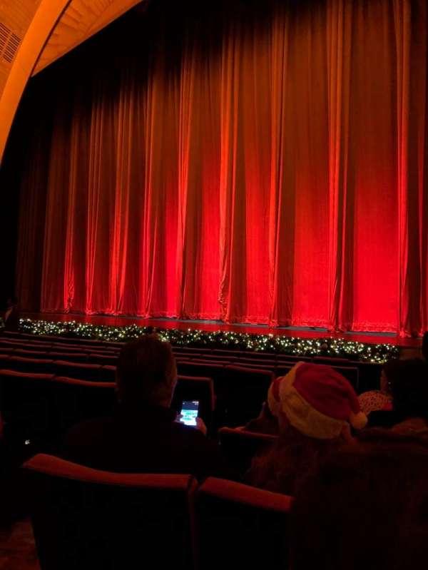 Radio City Music Hall, secção: Orchestra 2, fila: KK, lugar: 211
