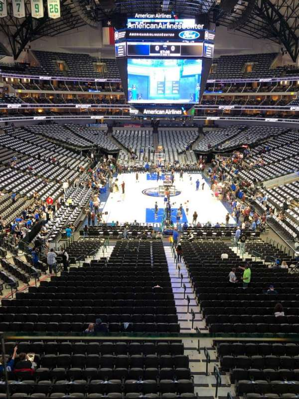 American Airlines Center, secção: 201, fila: A, lugar: 9