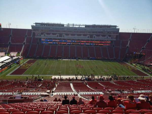 Los Angeles Memorial Coliseum, secção: 322, fila: 22, lugar: 31