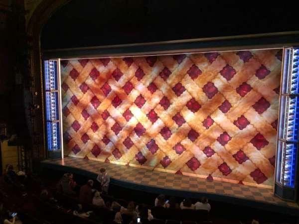 Brooks Atkinson Theatre, secção: Front Mezzanine R, fila: B, lugar: 6