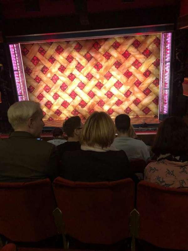 Adelphi Theatre, secção: Dress Circle, fila: E, lugar: 14