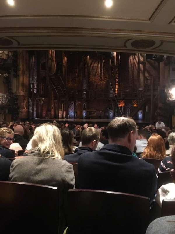 Victoria Palace Theatre, secção: Stalls, fila: R, lugar: 12