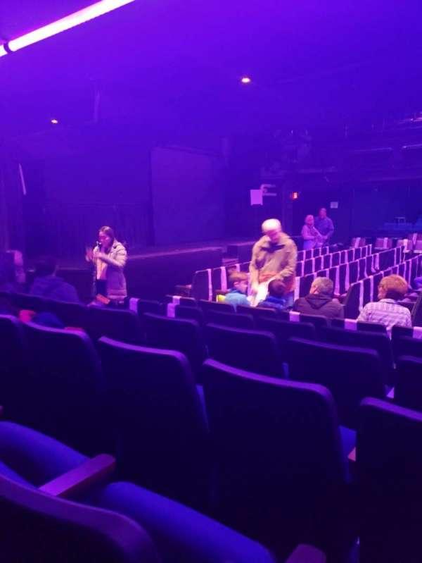 Charles Playhouse, secção: E, fila: F, lugar: 31
