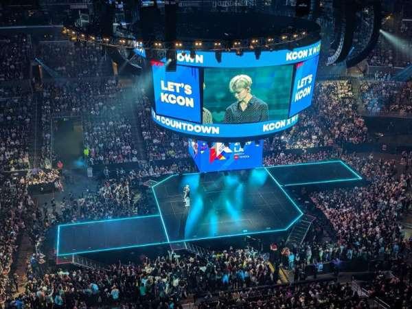 Staples Center, secção: 302, fila: 6, lugar: 9