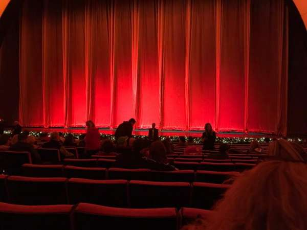 Radio City Music Hall, secção: Orchestra 3, fila: PP, lugar: 310