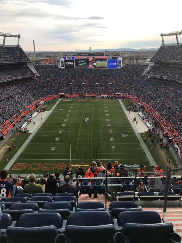 Empower Field at Mile High Stadium, secção: 521, fila: 21, lugar: 2