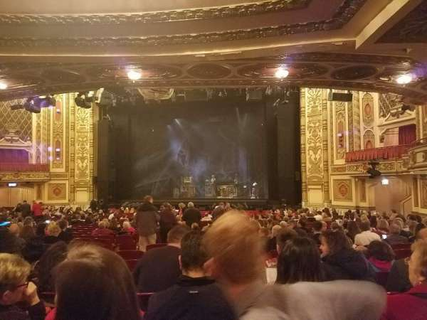 Cadillac Palace Theater, secção: Orchestra R, fila: X, lugar: 12