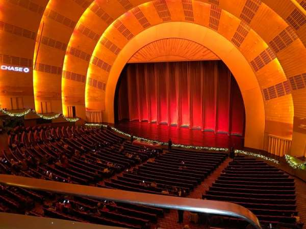 Radio City Music Hall, secção: 2nd Mezzanine 1, fila: BB, lugar: 110