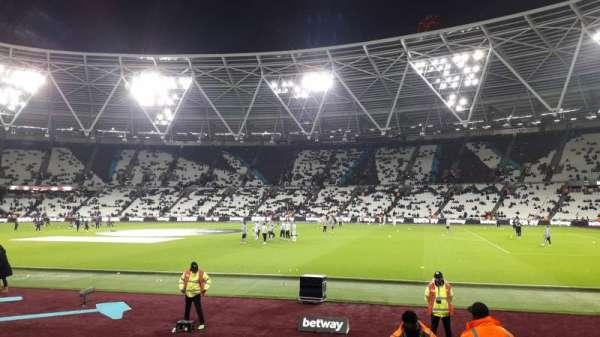London Stadium, secção: 111, fila: 6, lugar: 250