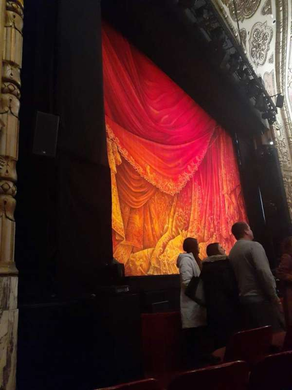 Cadillac Palace Theater, secção: Orchestra L, fila: B, lugar: 9