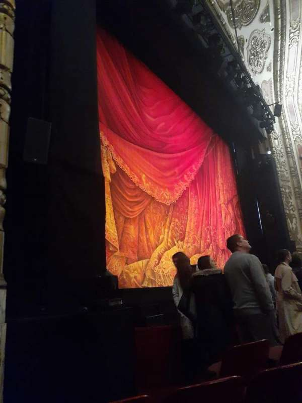 Cadillac Palace Theater, secção: Orchestra L, fila: D, lugar: 19