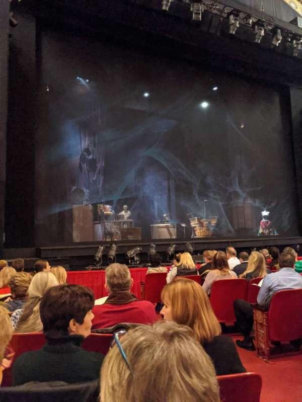 Cadillac Palace Theater, secção: Orchestra L, fila: H, lugar: 5