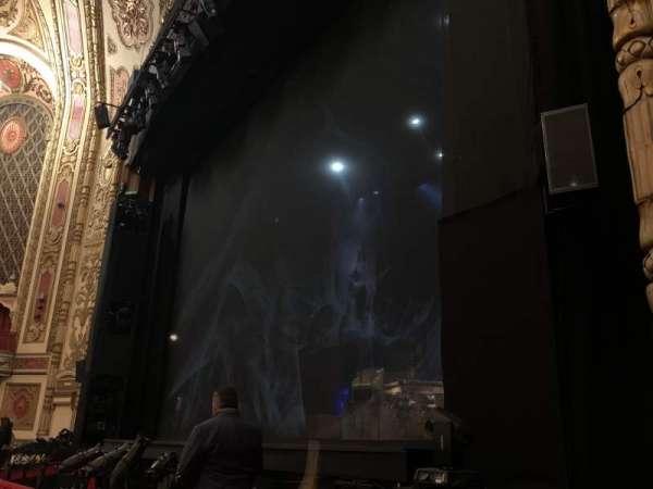 Cadillac Palace Theater, secção: Orchestra R, fila: D, lugar: 20