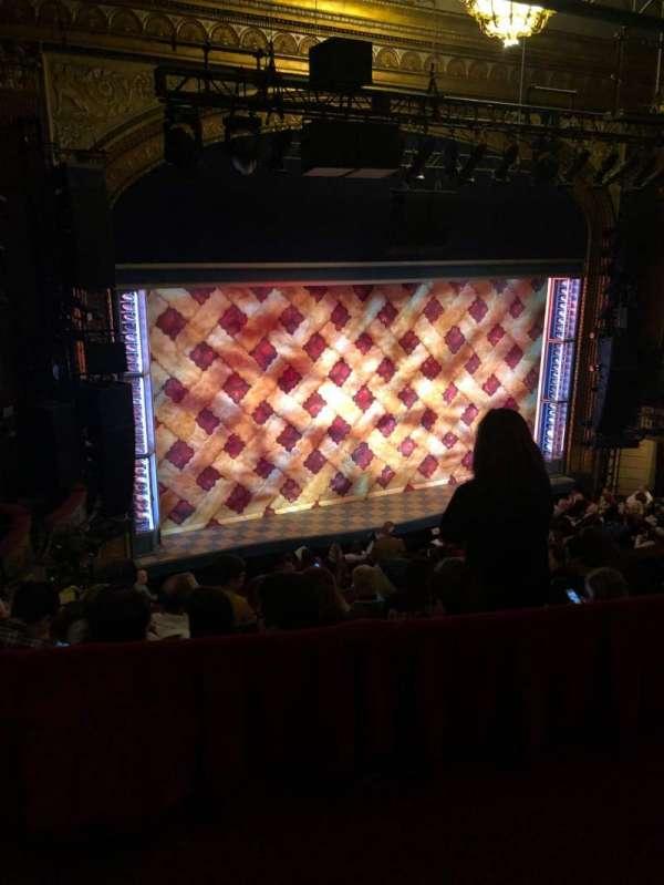 Brooks Atkinson Theatre, secção: Rear Mezzanine R, fila: E, lugar: 5