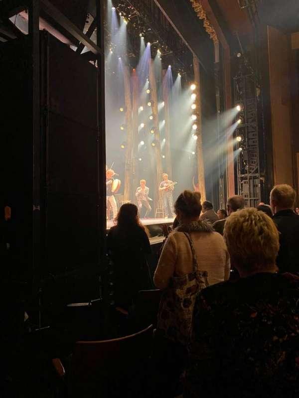 The Kennedy Center Eisenhower Theater, secção: Aisle 4, fila: F, lugar: 13