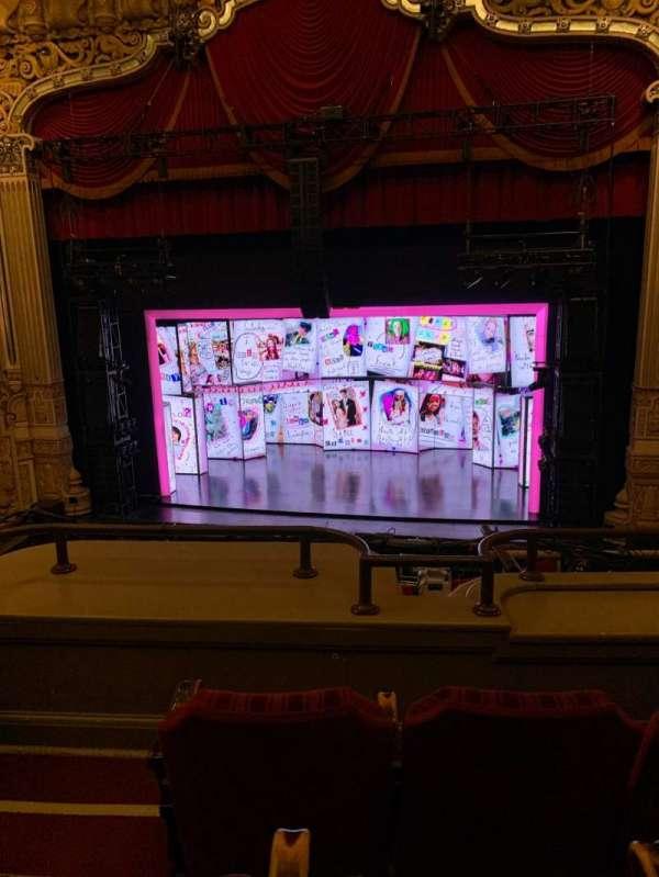 James M. Nederlander Theatre, secção: Loge RC, fila: C, lugar: 322