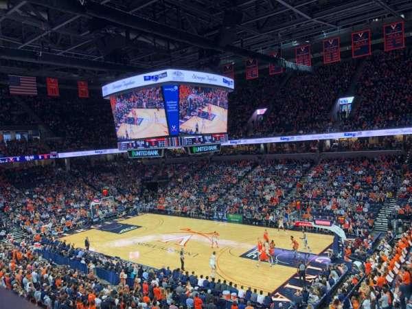 John Paul Jones Arena, secção: 301, fila: A, lugar: 10