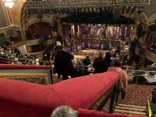 Richard Rodgers Theatre, secção: Rear Mezzanine R, fila: K, lugar: 12