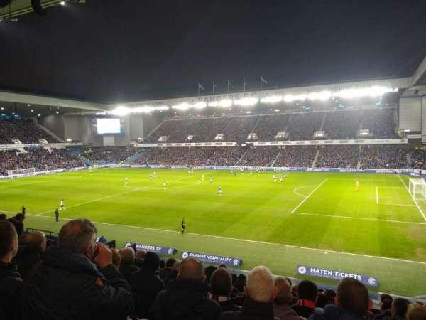 Ibrox Stadium, secção: Mfg, fila: O, lugar: 57
