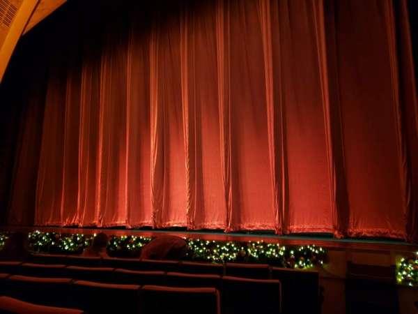 Radio City Music Hall, secção: Orchestra 2, fila: HH, lugar: 214