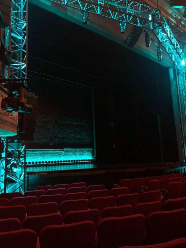 Broadhurst Theatre, secção: Orchestra L, fila: J, lugar: 17