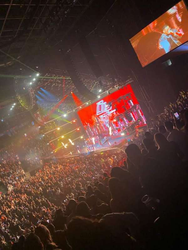 T-Mobile Arena, secção: 16, fila: T, lugar: 12