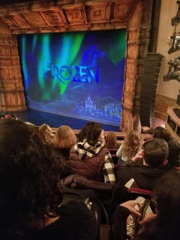 St. James Theatre, secção: Mezzanine R, fila: F, lugar: 22