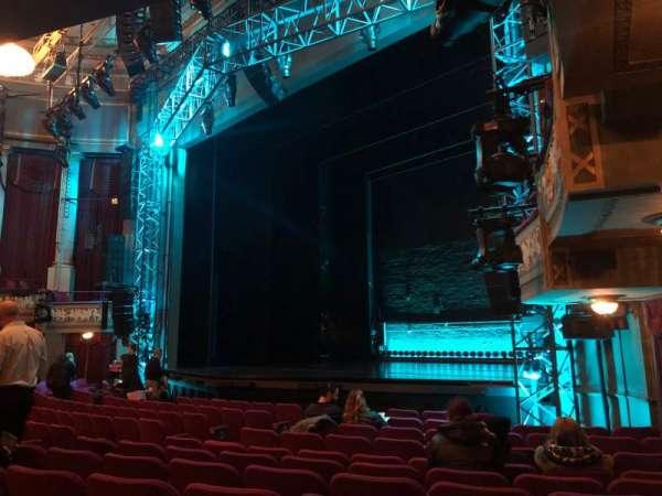 Broadhurst Theatre, secção: Orchestra R, fila: L, lugar: 24