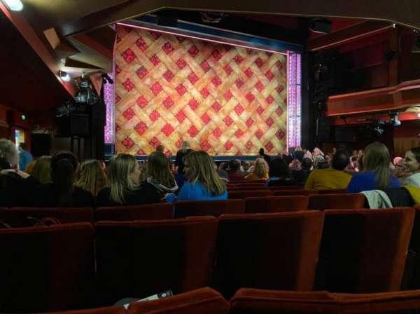 Adelphi Theatre, secção: Stalls, fila: O, lugar: 32