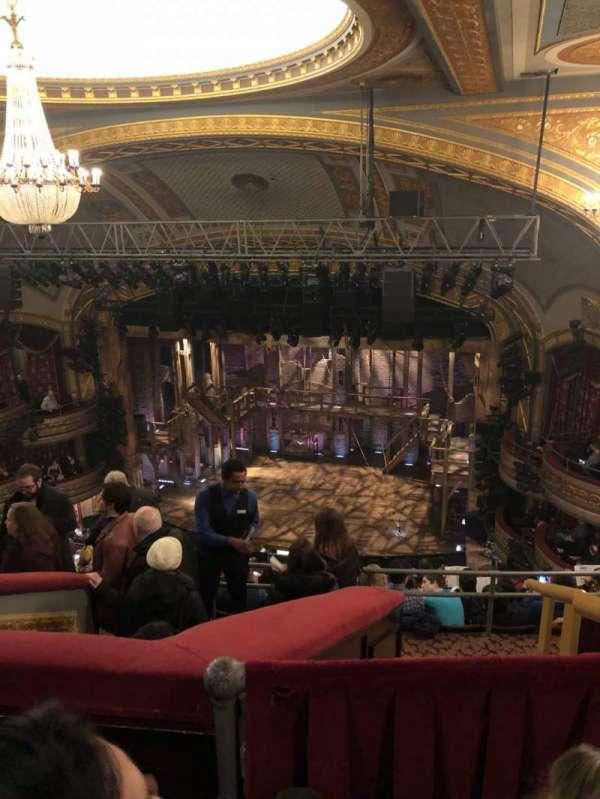 Richard Rodgers Theatre, secção: Rear Mezzanine R, fila: L, lugar: 10