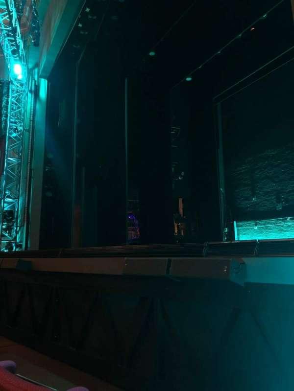 Broadhurst Theatre, secção: Orchestra R, fila: B, lugar: 10