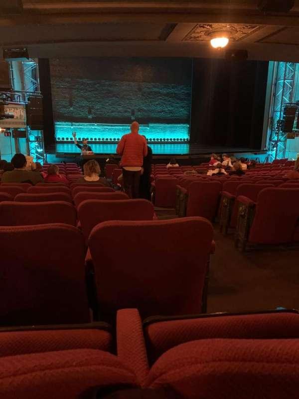 Broadhurst Theatre, secção: Orchestra L, fila: R, lugar: 3