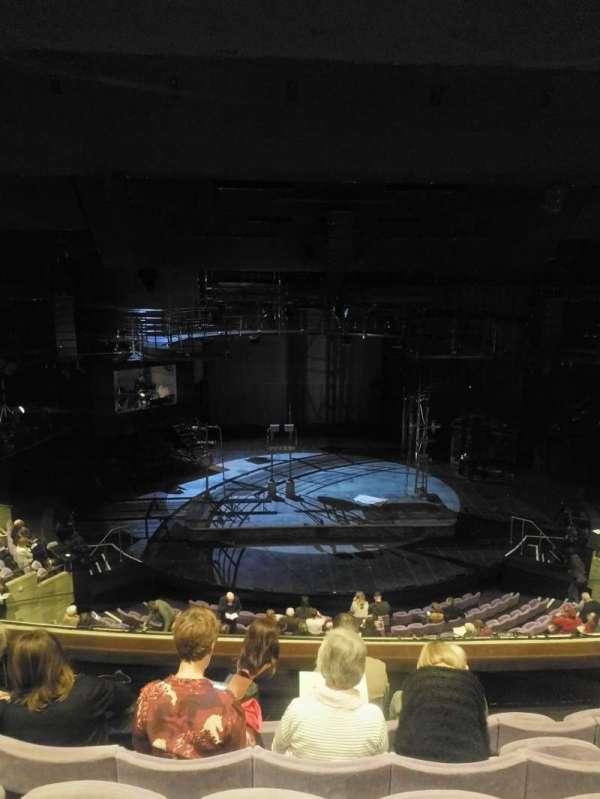 The Olivier Theatre at the National Theatre, secção: Circle, fila: E, lugar: 46