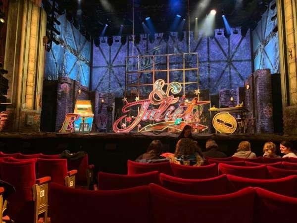 Shaftesbury Theatre, secção: Stalls, fila: H, lugar: 17
