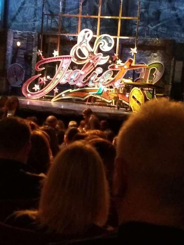 Shaftesbury Theatre, secção: Stalls, fila: V, lugar: 6