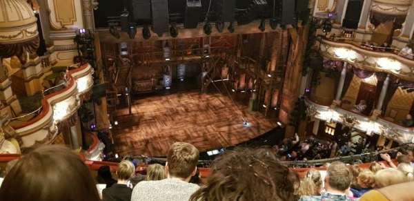 Victoria Palace Theatre, secção: Grand Circle, fila: G, lugar: 34