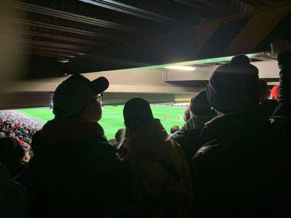 Anfield, secção: 129, fila: 35, lugar: 215
