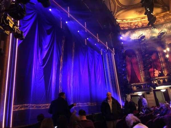 Brooks Atkinson Theatre, secção: Orchestra L, fila: E, lugar: 15