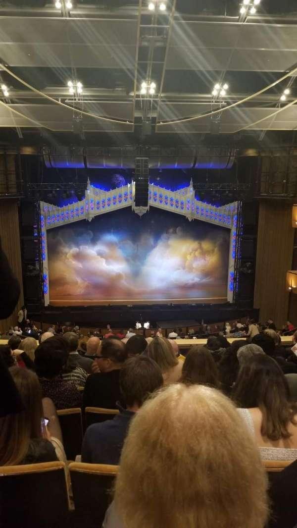 Ahmanson Theatre, secção: Mezz, fila: H, lugar: 26