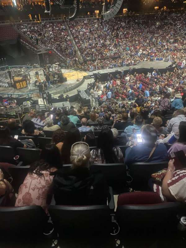 Gila River Arena, secção: 103, fila: W, lugar: 16