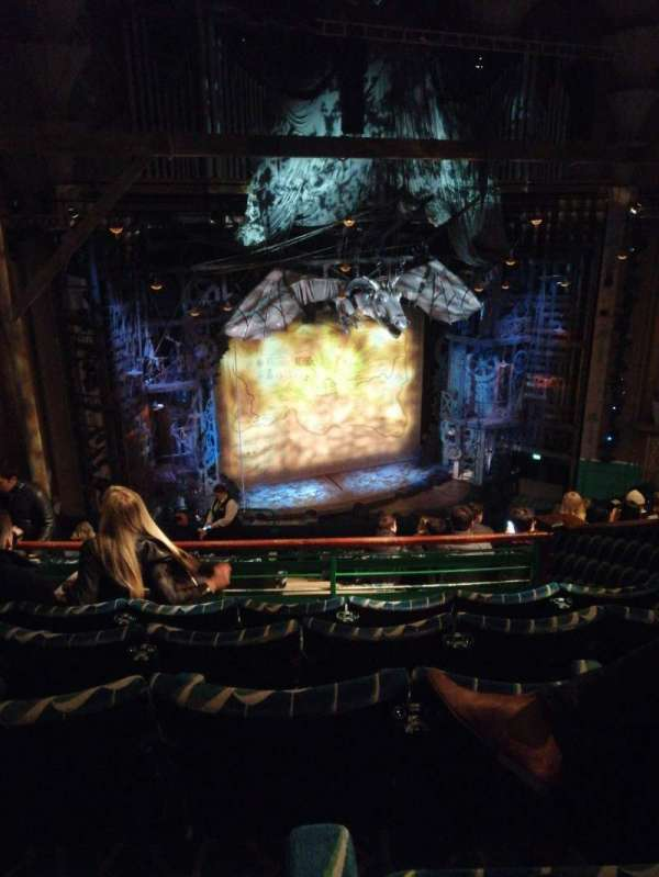 Apollo Victoria Theatre, secção: Dress circle, fila: L, lugar: 46