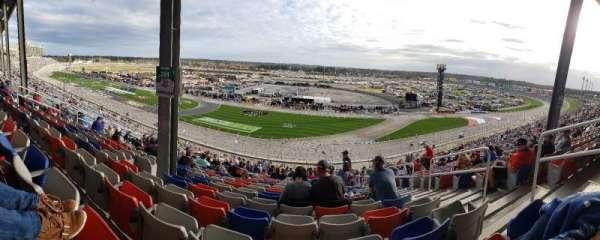 Atlanta Motor Speedway, secção: 261, fila: 56, lugar: 16
