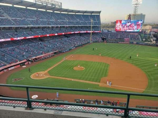 Angel Stadium, secção: 425, fila: C, lugar: 17