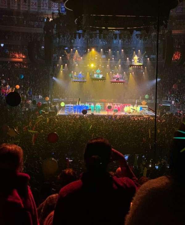 Madison Square Garden, secção: 102, fila: 12, lugar: 1