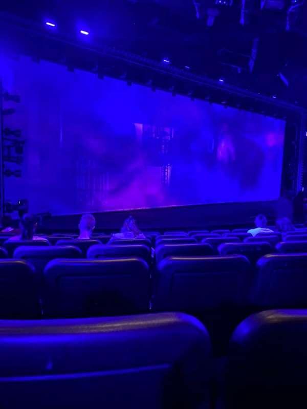 Blue Man Group Theater, secção: 102, fila: H, lugar: 6