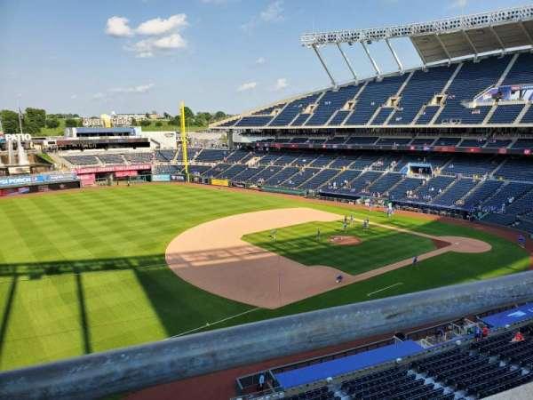 Kauffman Stadium, secção: 406, fila: A, lugar: 7