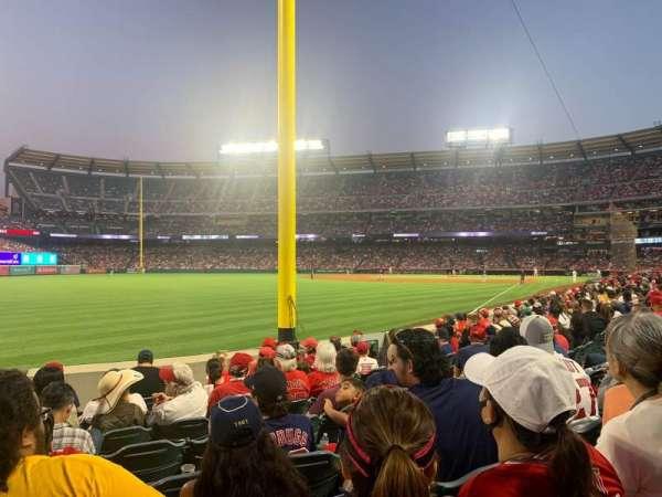 Angel Stadium, secção: 103, fila: H, lugar: 1