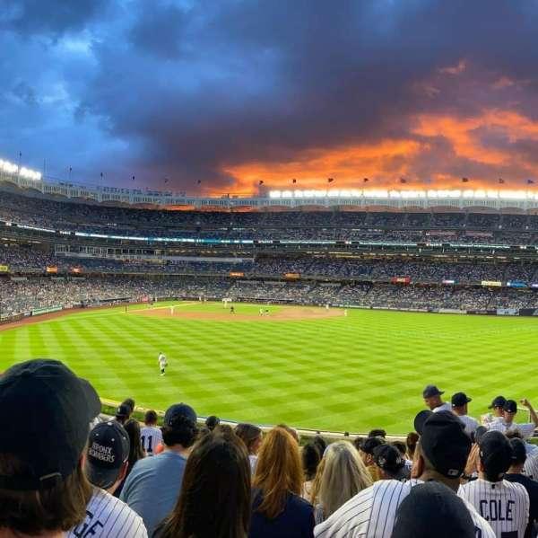 Yankee Stadium, secção: 203, fila: 9, lugar: 6